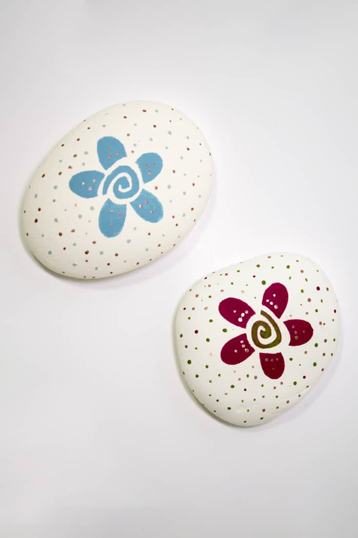 Learn how to create simple, yet beautiful spirit stones in 22 minutes using just a few colours and your favourite brushes.